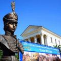Надежда Дурова первая в России женщина–офицер