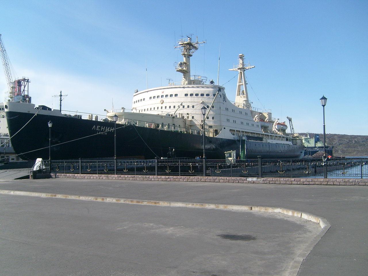 5 декабря 1957 года был спущен на воду первый в мире надводный корабль с атомной силовой установкой