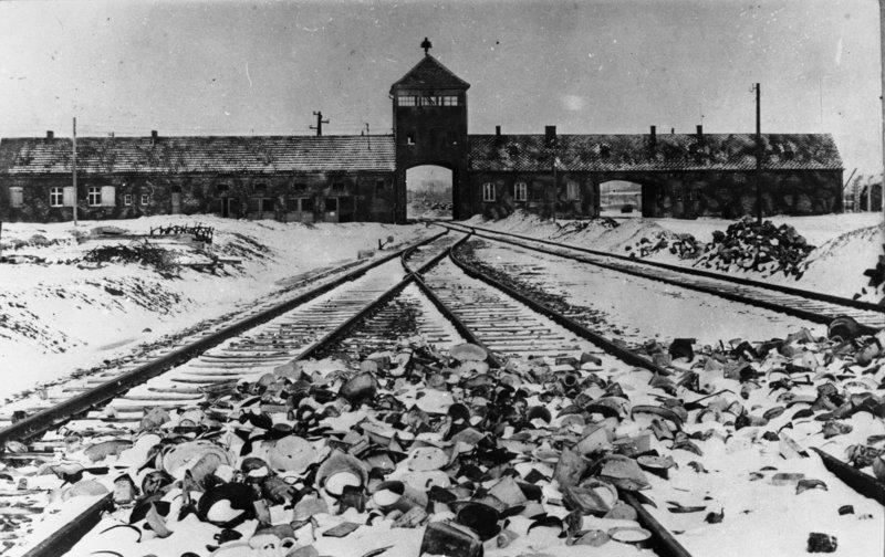 27 января 1945 года советские войска освободили Освенцим