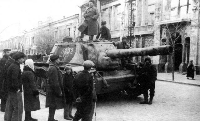 13 апреля 1944 года. Симферополь освобожден от немецко-фашистских захватчиков