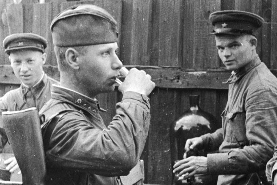 22 августа 1941 года. «День рождения» знаменитых «наркомовских ста граммов»