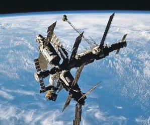 23 марта 2001 года в Тихом океане затоплена орбитальная станция «Мир»